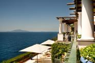 21_panorama_dalla_zona_colazione_con_vista_terrazzi_camere_da_letto_e-ischia