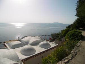 vista_casa_da_parcheggio_cupole_mare